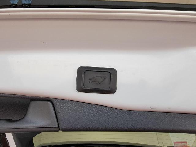 2019 Toyota RAV4 XLE FWD Photo10