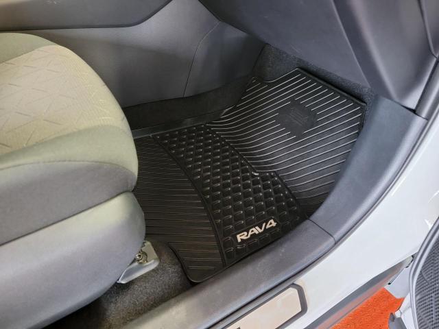 2019 Toyota RAV4 XLE FWD Photo24