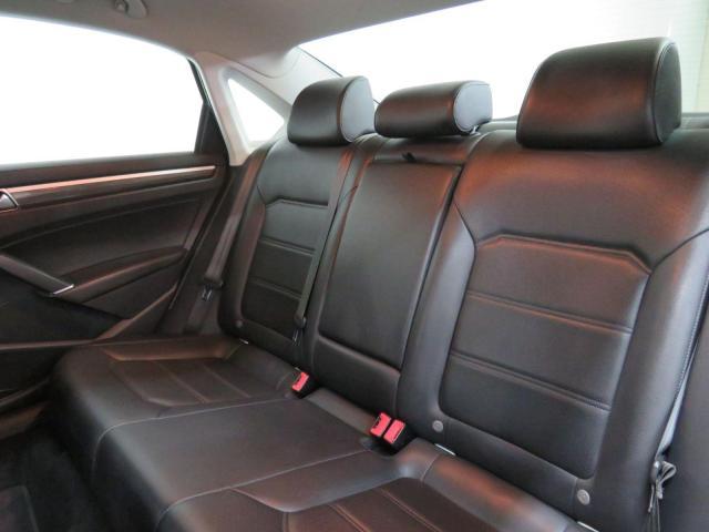2017 Volkswagen Passat Highline Nav Leather Sunroof Backup Cam