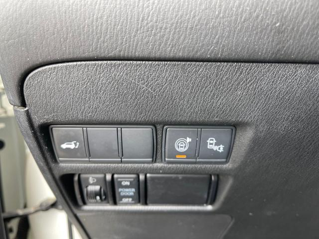 2017 Nissan Armada Platinum  Navigation/Sunroof/Camera/7 Passenger Photo15