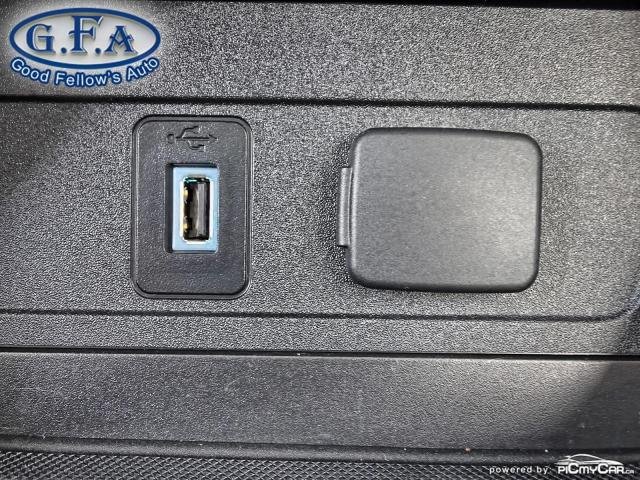 2017 Ford Escape SE MODEL, 4WD, BACKUP CAM, NAVI, SATELLITE RADIO Photo17