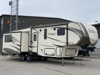 Used 2017 Forest River Wildcat 30 Foot 28SGX - Fifth Wheel -Rear Living Space- for sale in Winnipeg, MB