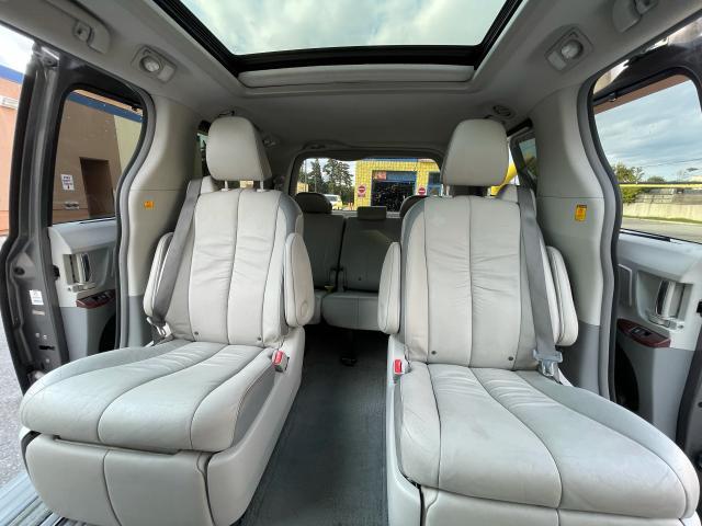 2011 Toyota Sienna Limited AWD Navigation/DVD/Panoramic Sunroof Photo12