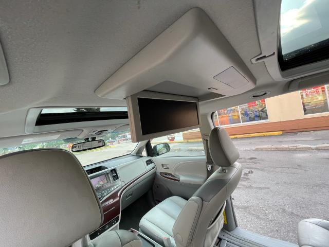 2011 Toyota Sienna Limited AWD Navigation/DVD/Panoramic Sunroof Photo11