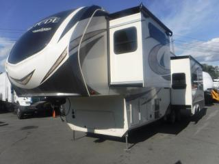 Used 2018 Grand Design Solitude ST344GK 34 Foot Fifth Wheel Travel Trailer With 3 Slide Out for sale in Burnaby, BC