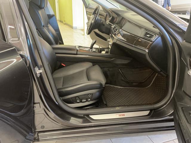 2011 BMW 7 Series 750Li xDrive Photo10