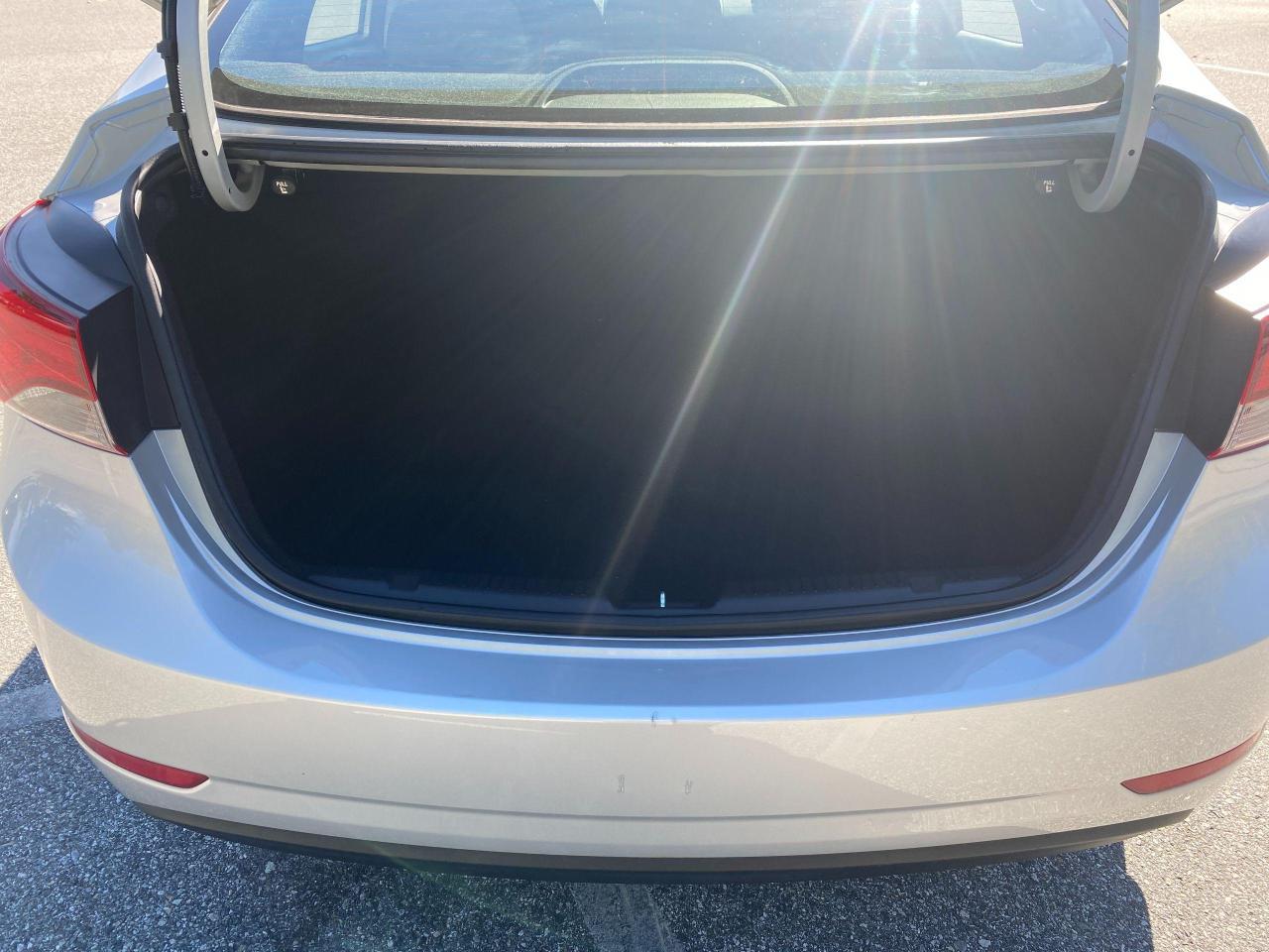 2015 Hyundai Elantra GL Photo9