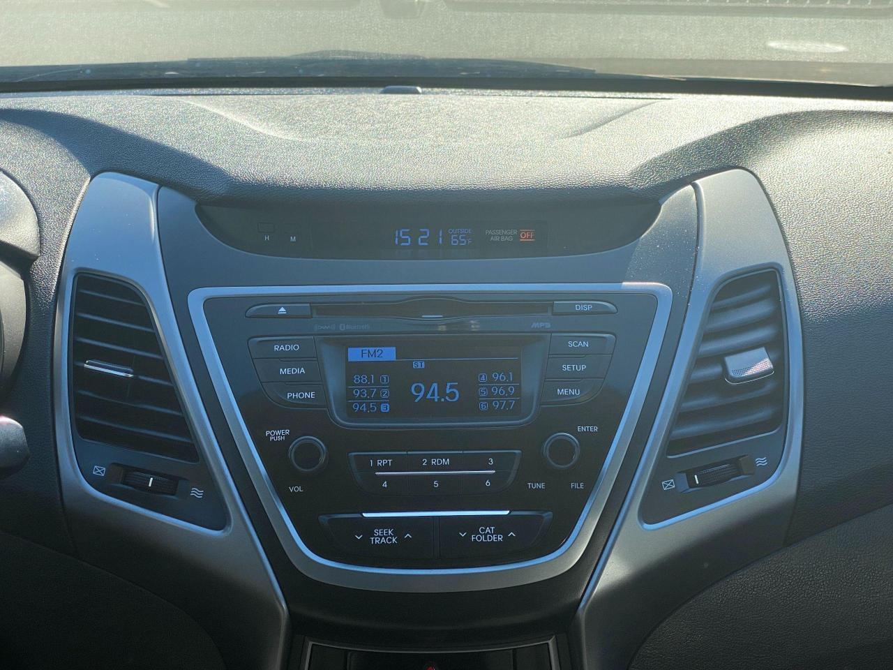 2015 Hyundai Elantra GL Photo16