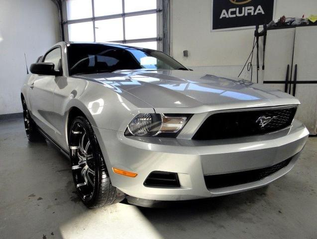 """2012 Ford Mustang V6,MINT CONDITION 20"""" RIMS"""