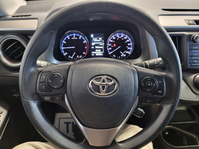 2018 Toyota RAV4 LE FWD Photo11