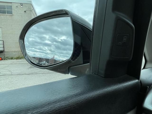 2016 Honda Odyssey Touring Navigation /Sunroof /DVD /8 Pass Photo17