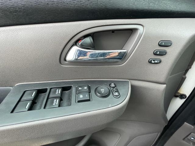 2016 Honda Odyssey Touring Navigation /Sunroof /DVD /8 Pass Photo12
