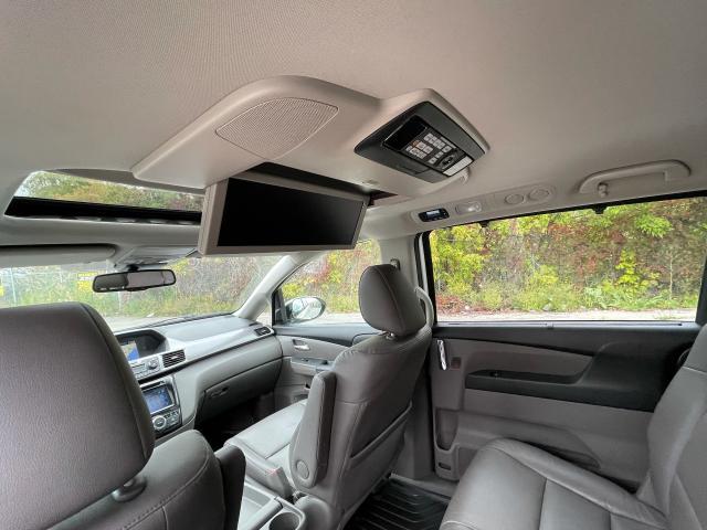 2016 Honda Odyssey Touring Navigation /Sunroof /DVD /8 Pass Photo11