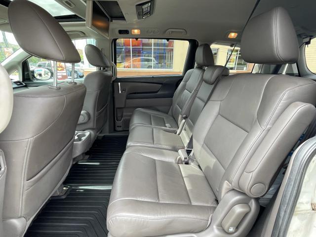 2014 Honda Odyssey Touring Navigation /Sunroof /DVD /8 Pass Photo9