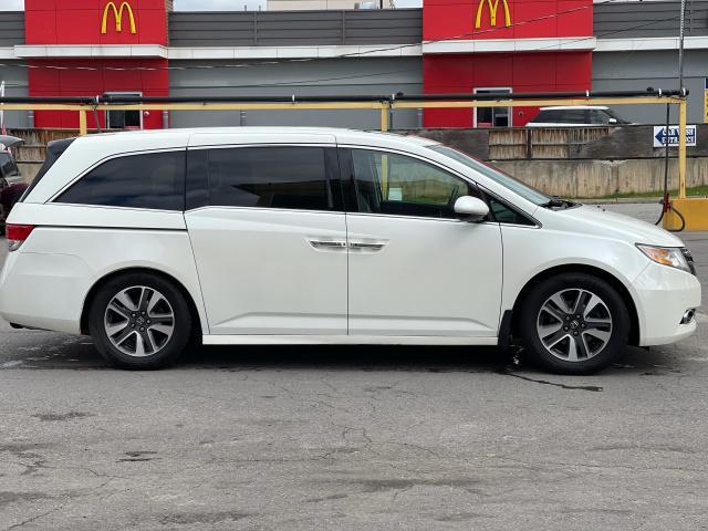 2014 Honda Odyssey Touring Navigation /Sunroof /DVD /8 Pass Photo5