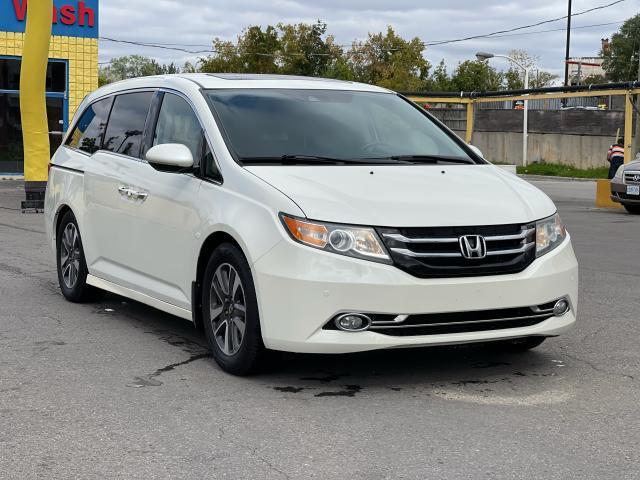 2014 Honda Odyssey Touring Navigation /Sunroof /DVD /8 Pass Photo7