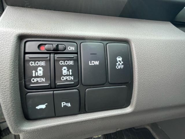 2014 Honda Odyssey Touring Navigation /Sunroof /DVD /8 Pass Photo14