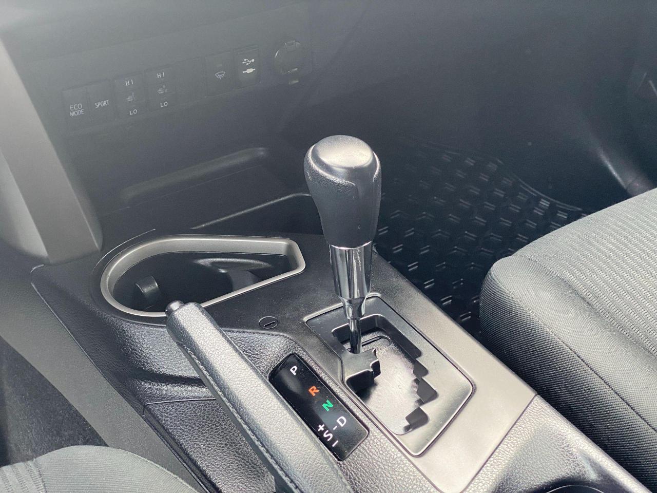 2016 Toyota RAV4 LE Photo13