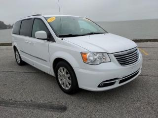 Used 2016 Chrysler Town & Country Touring Heated Seats Bluetooth Rear Cam Power Doors for sale in Belle River, ON