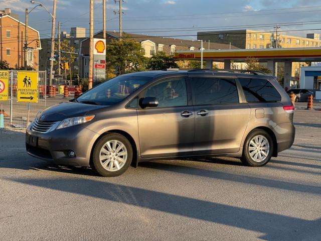2014 Toyota Sienna Limited Navigation /DVD/Panoramic Sunroof Photo2