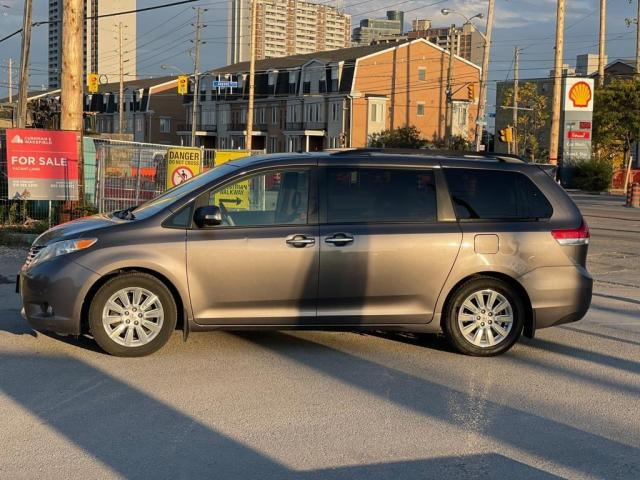 2014 Toyota Sienna Limited Navigation /DVD/Panoramic Sunroof Photo3