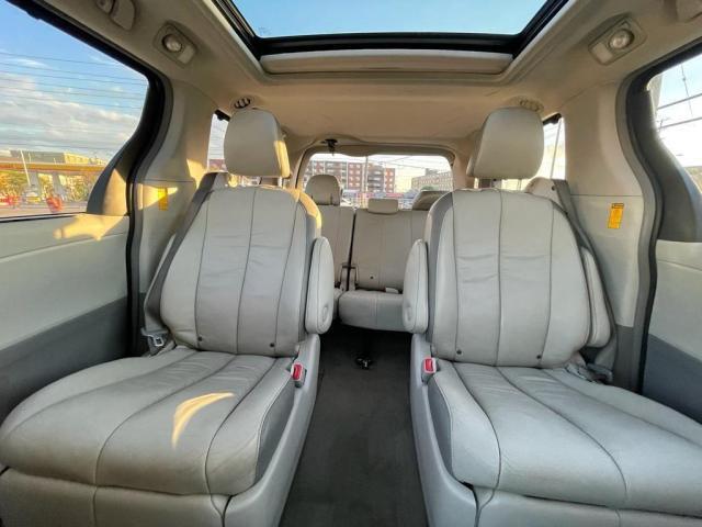 2014 Toyota Sienna Limited Navigation /DVD/Panoramic Sunroof Photo15