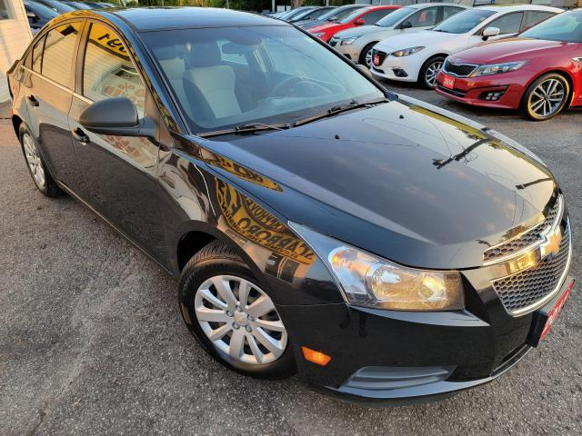 2011 Chevrolet Cruze LS/ LOOKS AND DRIVES LIKE NEW /LOW KMS