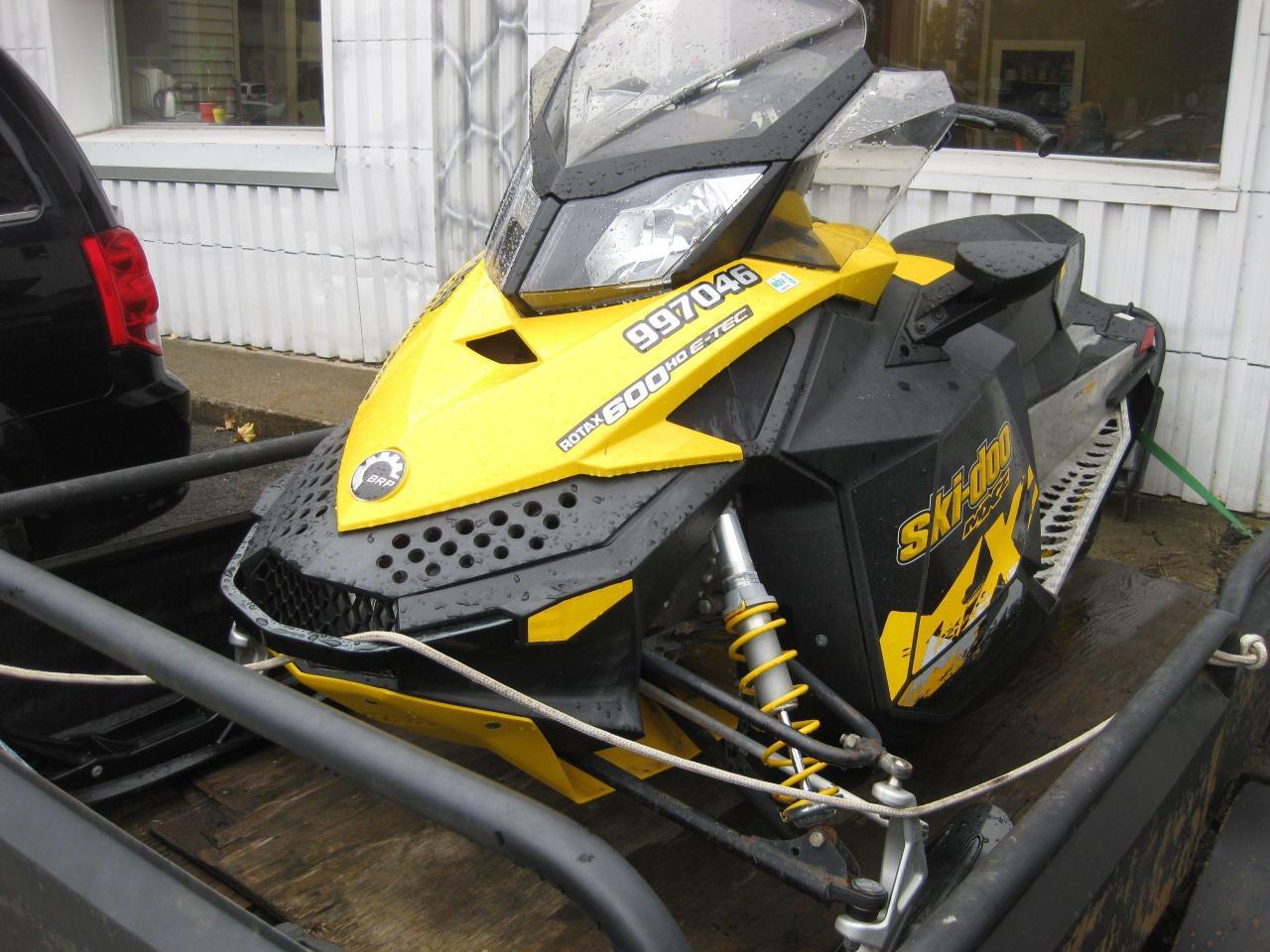 2010 Ski-Doo MX-Z 600 E-tech studded track (trailer NOT included)