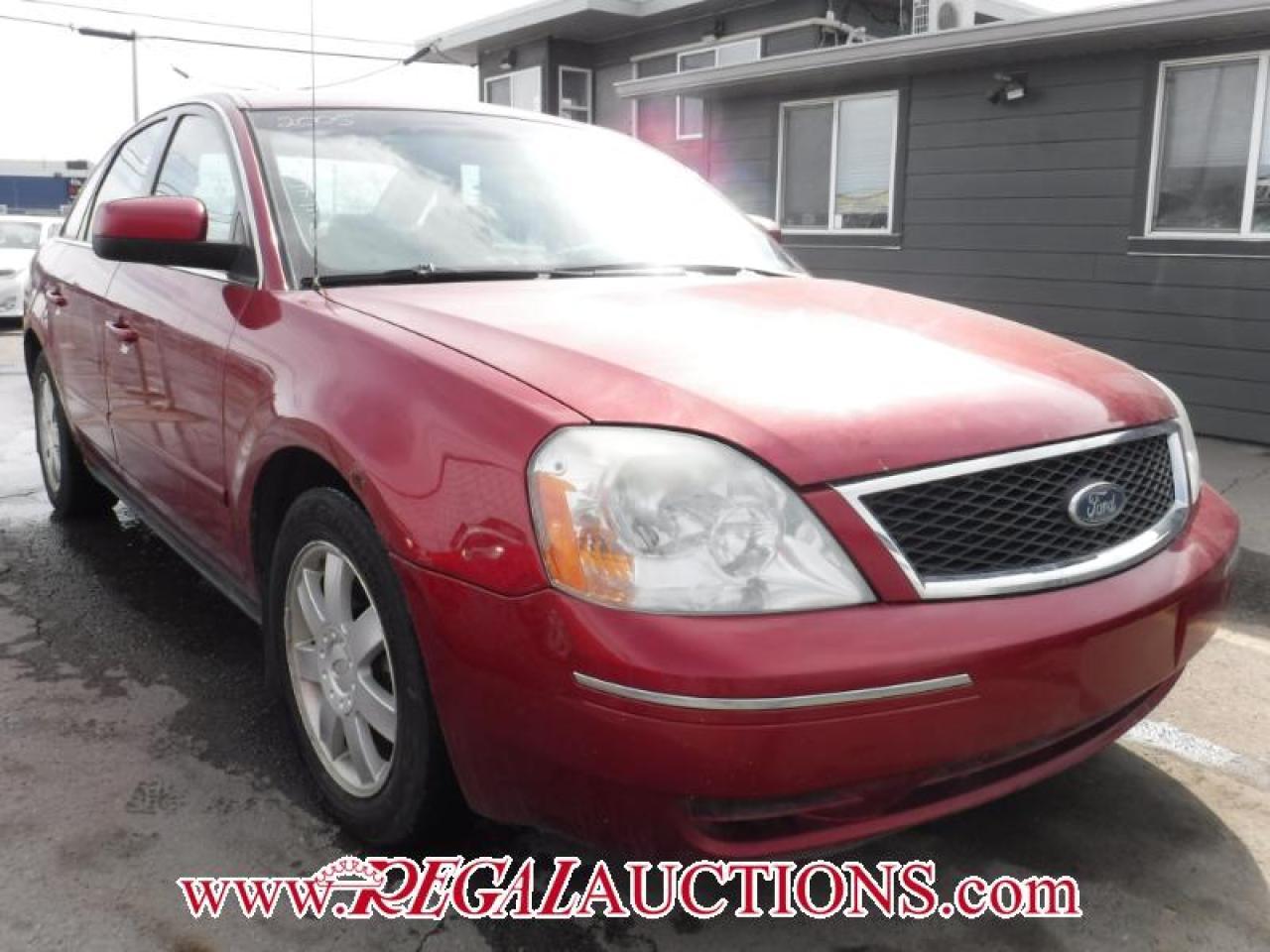 Photo of Red 2005 Ford FIVE HUNDRED SE 4D SEDAN