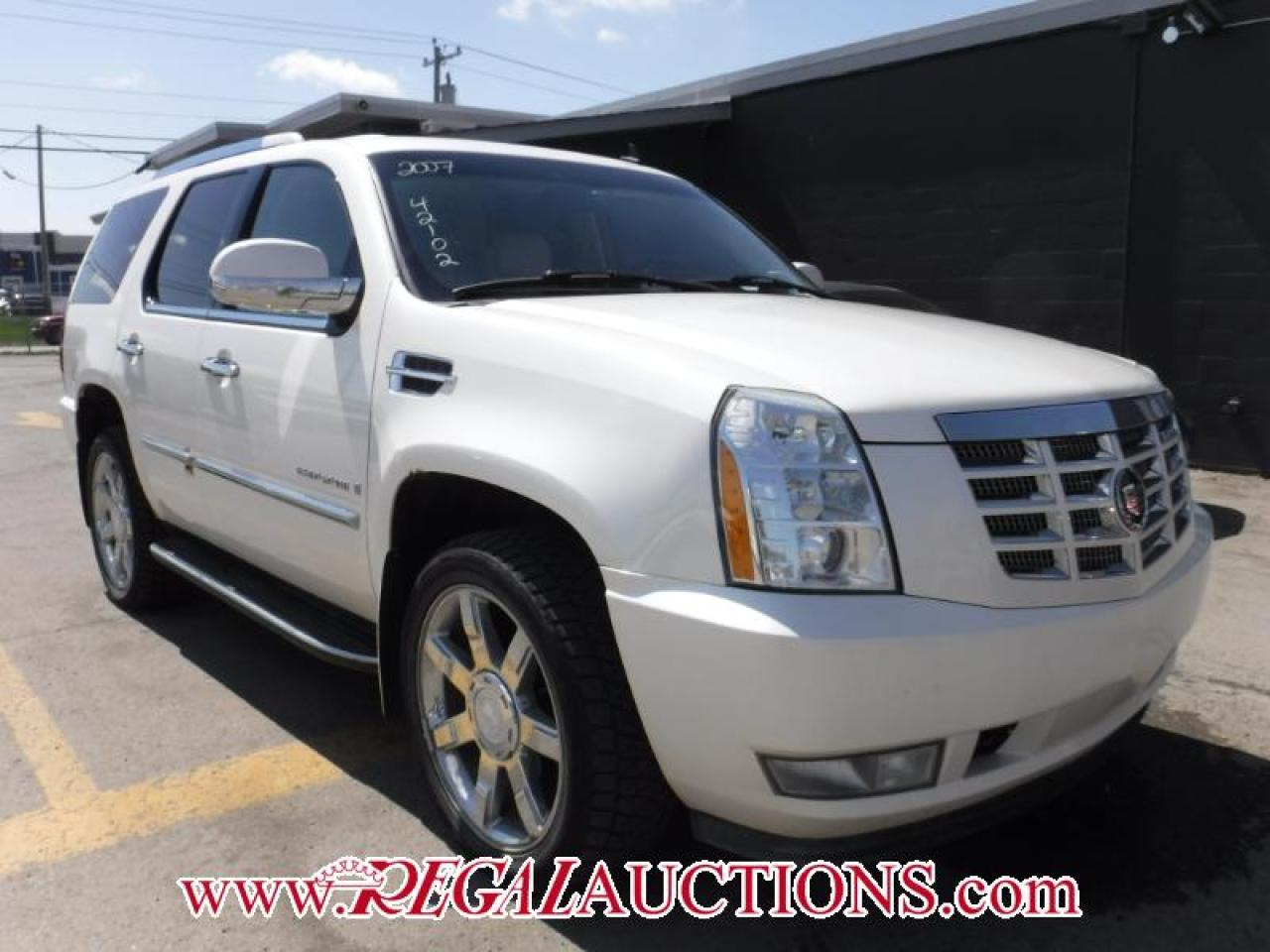Photo of White 2007 Cadillac ESCALADE  4D UTILITY AWD